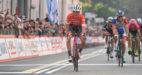 Toms Skujins sprint overtuigend naar de zege in spectaculaire Tre Valli Varesine