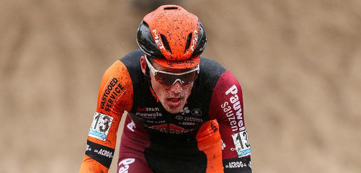 Topvijfplaats voor Jens Adams ondanks val en fietswissel