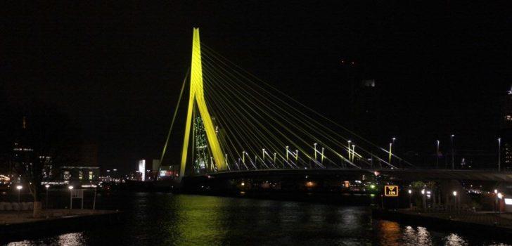 Rotterdam eert gele trui met uitgelichte Erasmusbrug