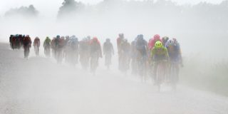 UCI omarmt het gravelracen met Gravel World Series en WK
