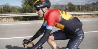 Dylan Teuns wint slottijdrit Ruta del Sol, eindzege is voor Jakob Fuglsang