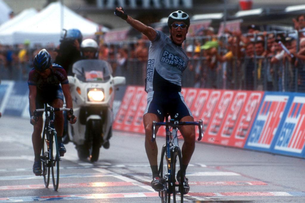 Matteo Tosatto wint een rit in de Giro d'Italia 2001