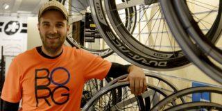 Ingeplante defibrillator redt leven van Niels Albert tijdens fietstochtje