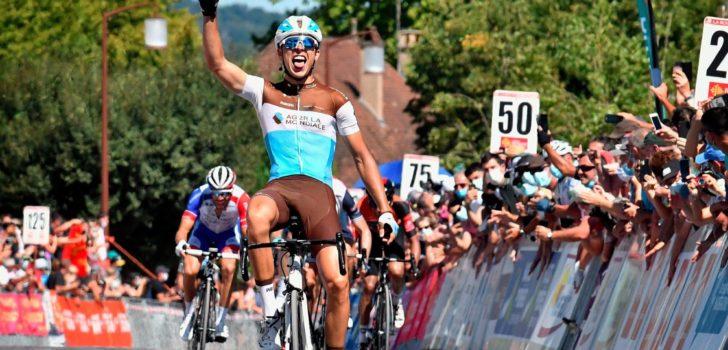 Cosnefroy verslaat Mollema in slotrit La Route d'Occitanie, eindzege is voor Bernal