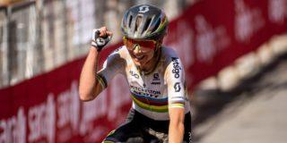 Annemiek van Vleuten knokt zich in slotfase naar zege in Strade Bianche