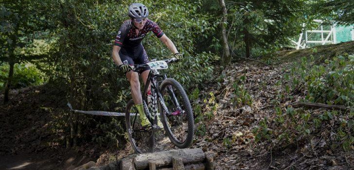 Haley Batten pakt uit in modderige shortrace Nové Město