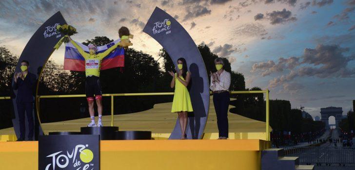 """Tourwinnaar Tadej Pogacar in toespraak: """"Het was een geweldig avontuur"""""""