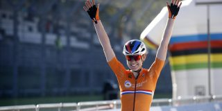 WK 2020: Anna van der Breggen nu ook wereldkampioen op de weg