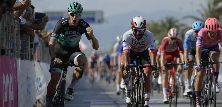 Pascal Ackermann wint openingsrit Tirreno-Adriatico, valpartij Tim Merlier