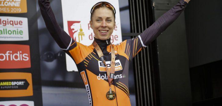 Alleskunner Annika Langvad (36) hangt de fiets aan de wilgen