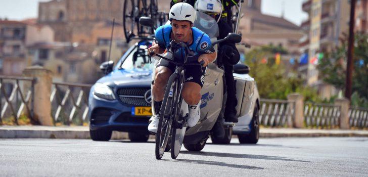 """Victor Campenaerts valt in Giro-tijdrit: """"De weg ligt vol met olie"""""""