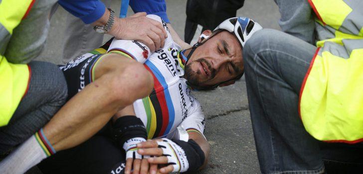 Julian Alaphilippe breekt middenhandsbeentjes na botsing met motor
