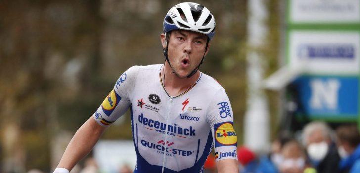 Yves Lampaert soleert in razendsnelle Driedaagse Brugge-De Panne, Van der Poel valt uit