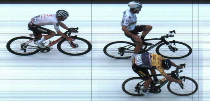 "Primoz Roglic kan lachen na bizar slot in Luik: ""Nu heb ik toch nog wat gewonnen"""