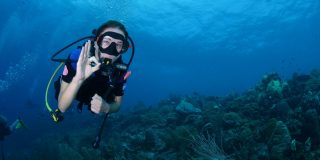 Annemiek van Vleuten duikt onder op Curaçao