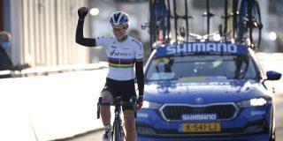 Anna van der Breggen begint seizoen met zege in Omloop Het Nieuwsblad