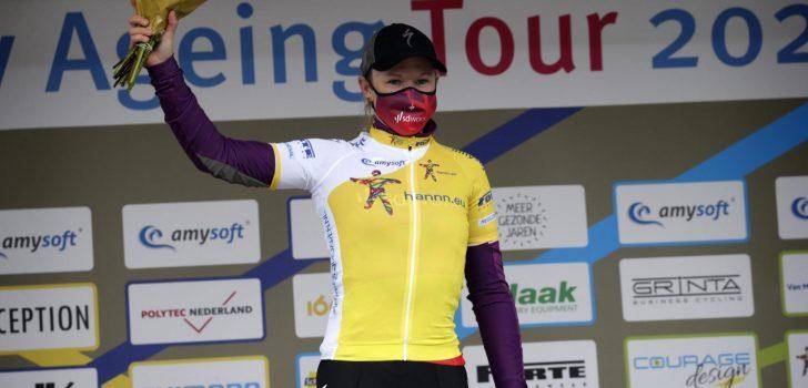 """Jolien D'Hoore ontwijkt valpartij en wint in Healthy Ageing Tour: """"Het was heel hectisch"""""""