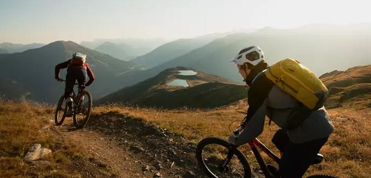 Deuter presenteert twee nieuwe fietsrugzakken en is partner van Team SD Worx