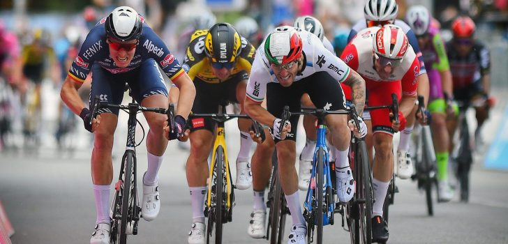 """Viviani na derde plek: """"Het wiel van Molano pakken was een fout"""""""