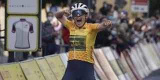 Lucinda Brand steviger in de leiderstrui in Thüringen na tweede ritzege