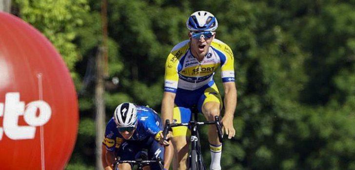 Robbe Ghys zegeviert in openingsrit Ronde van België na machtsvertoon Evenepoel