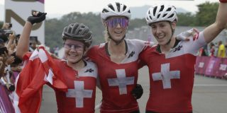 """Zwitserse vrouwen zorgen voor unicum op mountainbike: """"Een prachtig verhaal"""""""
