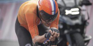 Tom Dumoulin omarmt de wielrenner Tom Dumoulin weer