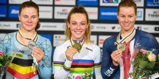 """Lotte Kopecky pakt zilver op WK piste: """"Ik wou niet weer vierde worden"""""""