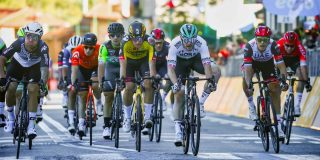 Matthew Walls snelt naar de zege in Gran Piemonte, Olav Kooij derde